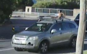 VIDEO: Vozila nago dete na krovu automobila