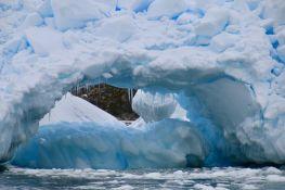 Na kopnu Antarktika naučnici pronašli mikroplastiku