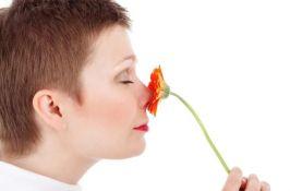 Otkriveno zašto virus korona uzrokuje gubitak čula mirisa