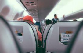 Pilot od putnika tražio pare za gorivo