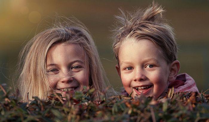 Vodič za odrastanje: Kada su brat ili sestra uzor u porodici? (AUDIO)