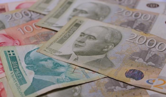 Prosečna plata u Srbiji opala samo mesec dana nakon dostizanja