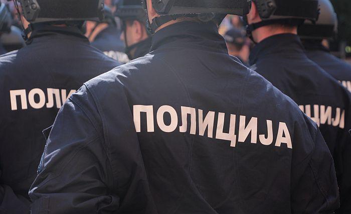 Pretili i ucenjivali meštanina Temerina i njegovu porodicu, uhapšeni prilikom primopredaje 30 hiljada evra