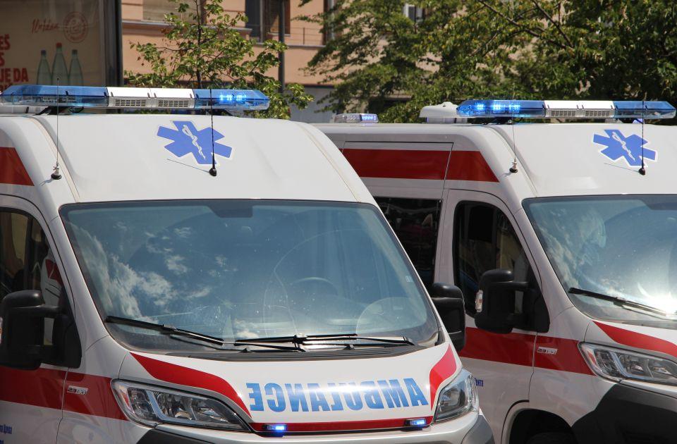 Motociklista povređen u udesu na Novosadskom putu, žena prilikom naglog kočenja autobusa u Kamenici