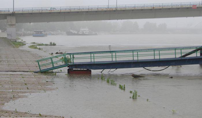 Odbrana od poplava i dalje na skoro 300 kilometara reka u Vojvodini