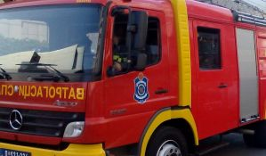Izgoreo deo stana na Limanu IV, dve osobe Hitna pomoć zbrinula na licu mesta