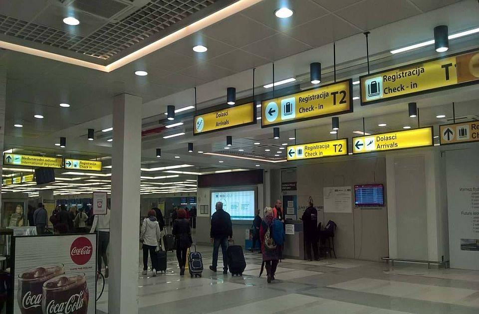 Funkcioner SNS-a uhvaćen na aerodromu sa slikom Paje Jovanovića