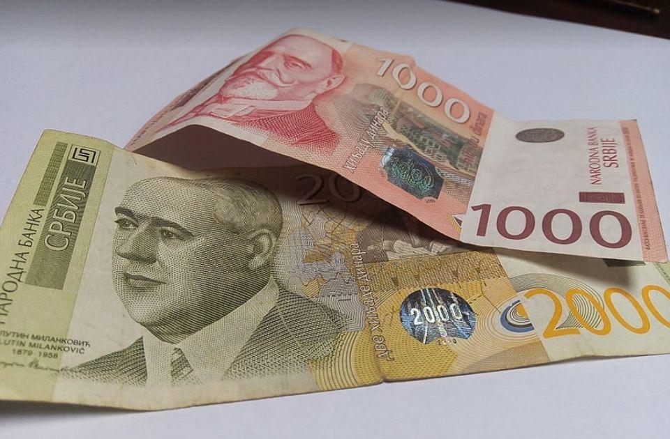 Penzionerima od danas na račune leže 5.900 dinara