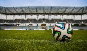 Fudbaleri u Nikaragvi nose rukavice i maske na utakmicama