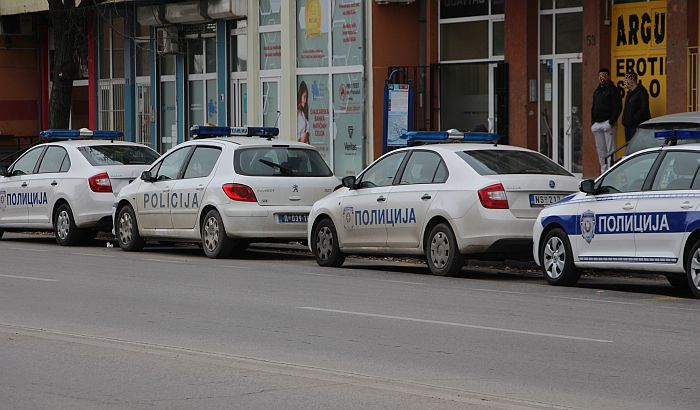 Dva policijska oka u glavi