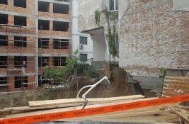 FOTO, VIDEO: Srušila se zgrada na Vračaru, stanari u hotelu, krivična prijava protiv investitora