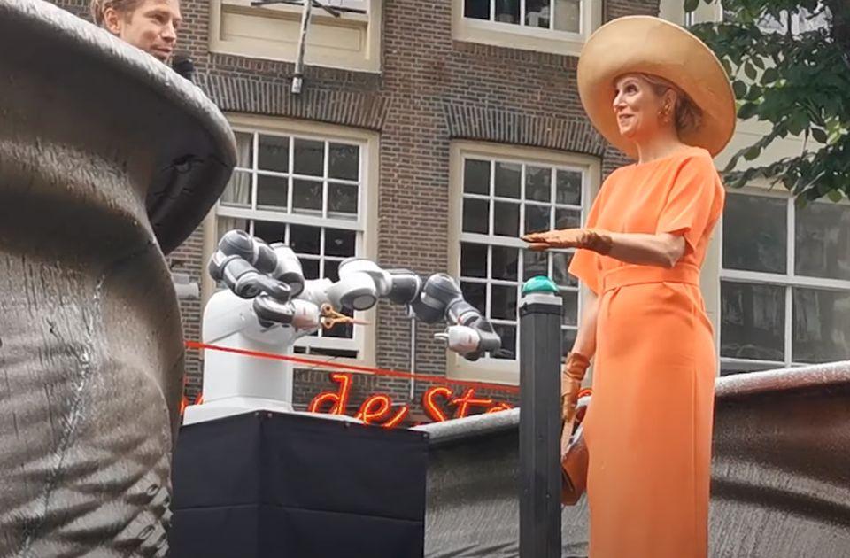 VIDEO: Holandska kraljica otvorila most preko kanala u Amsterdamu uz pomoć robota