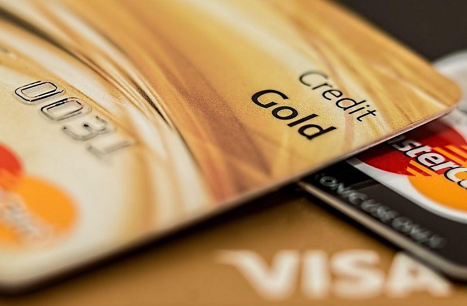 Inđija: Krao novčanike i platne kartice i podizao novac s bankomata
