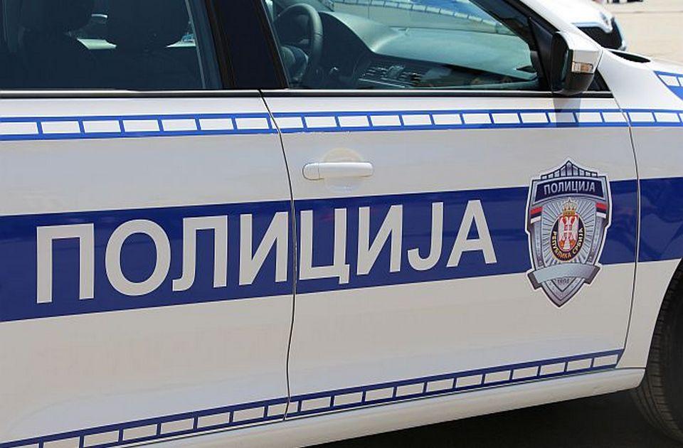 Zatvorenik ukrao auto, bežao od policije kroz Novi Sad, završio u kanalu u Staroj Pazovi