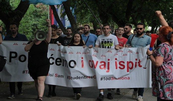 Novosadski studenti podržali kolege koje blokiraju Rektorat u Beogradu