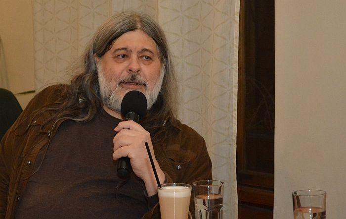 Teofil Pančič u Radio kafeu: Čitanje nije privilegija, već pitanje odluke