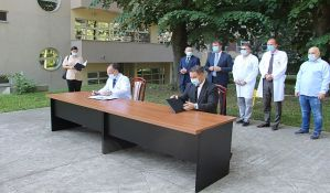 FOTO: Potpisani ugovori za izgradnju PET centra Kamenice 3