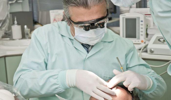 Stomatolog iz Novog Sada se zarazio virusom korona, zabranjen dopunski rad svim lekarima u Vojvodini