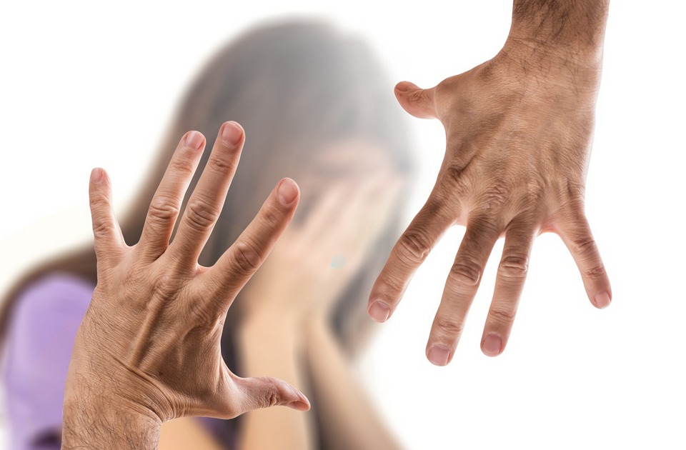 Kako pružiti podršku ženi koja odluči da napusti nasilnika
