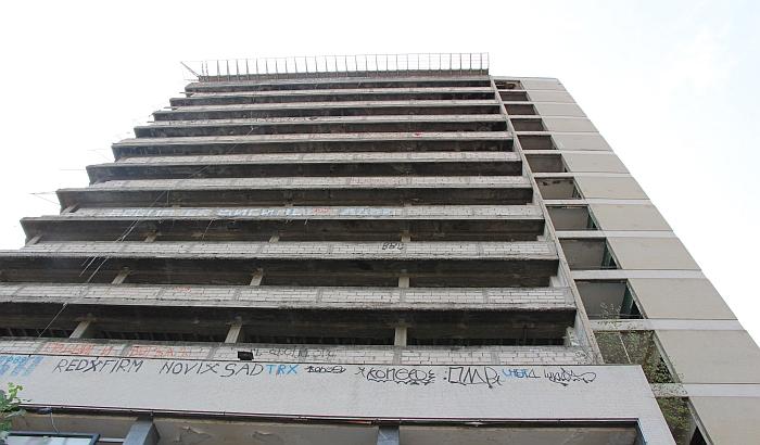 VIDEO: Dvadeset godina od požara na Radničkom, još stoji samo kostur zgrade