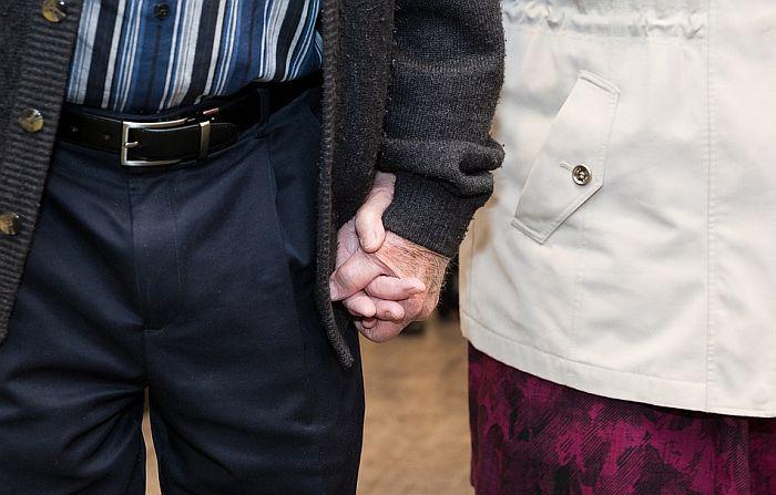 Par bio nerazdvojan 51 godinu, preminuli od virusa korona u razmaku od šest minuta