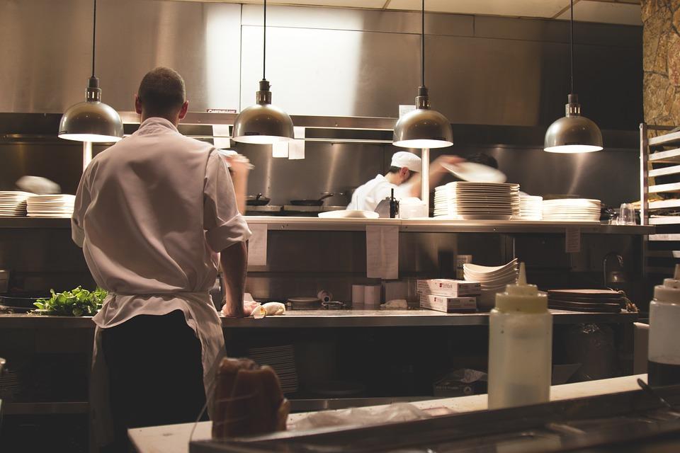Restorani u Sloveniji od ponedeljka služe u zatvorenom prostoru