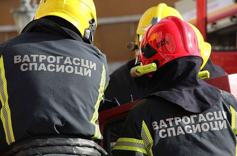 Požar na Satelitu, evakuisani svi stanari, devojčica zadobila opekotine