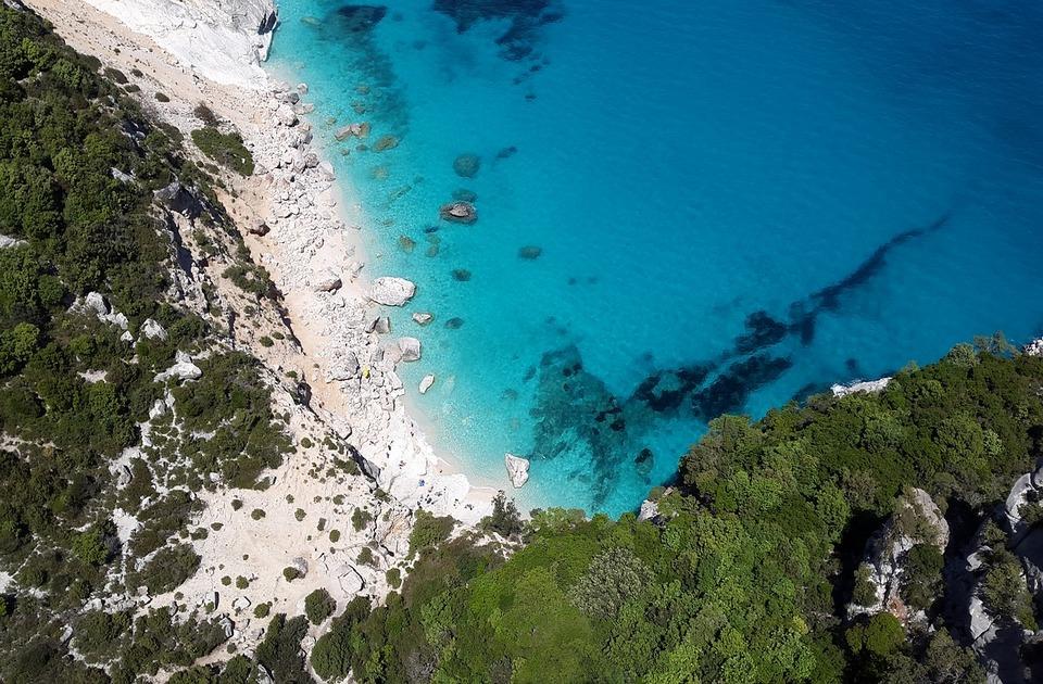 Kazne i do 3.000 evra za one koji su krali beli pesak sa plaža na Sardiniji