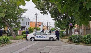 FOTO, VIDEO: Policija zatvorila ulicu na Salajci zbog iseljenja porodice Radovanović