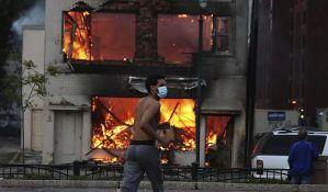 VIDEO: Vanredno stanje u Mineapolisu zbog nereda, opustošeno nekoliko blokova