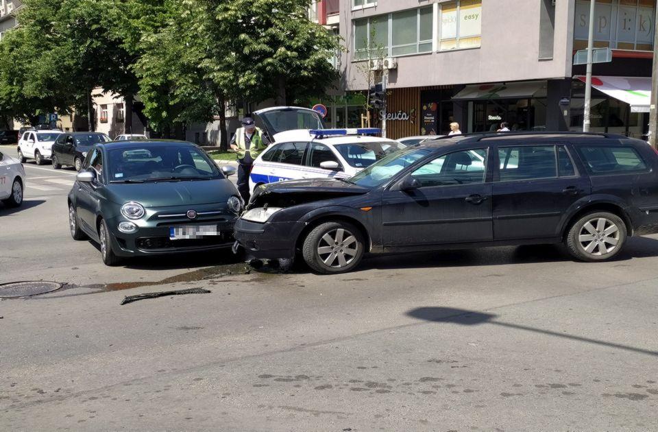 FOTO: Žena povređena u sudaru na uglu Stražilovske i Maksima Gorkog
