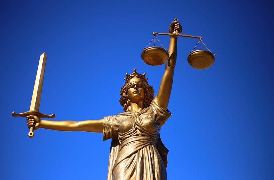 Novosadski advokat: Vrhovni sud uništava građane zarad besramnog bogaćenja stranih banaka