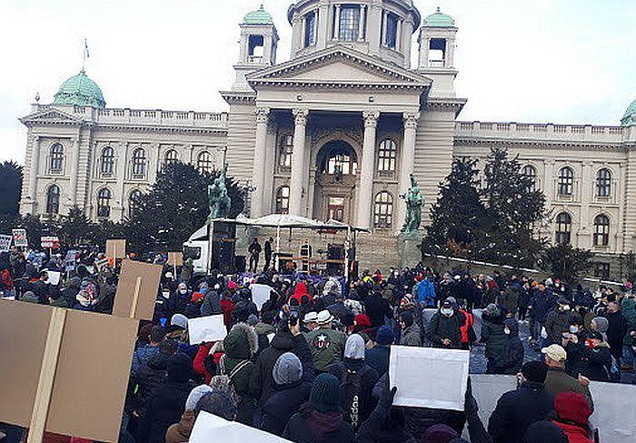 VIDEO Frilenseri u protestnoj šetnji: Nećemo da plaćamo tuđe greške
