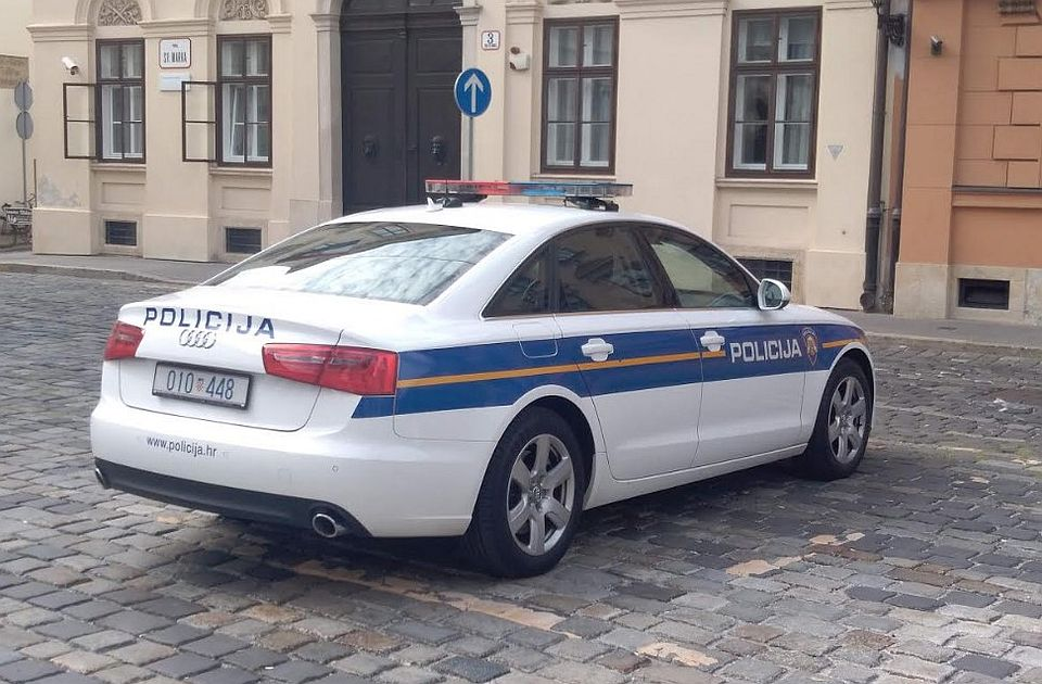 VIDEO: Haos nakon prekida utakmice Veleža i Borca, sudijama zapaljen auto, završile u bolnici