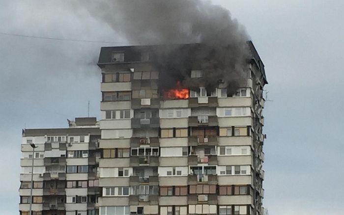 VIDEO, FOTO: Veliki požar u zgradi na Limanu kod Mosta slobode