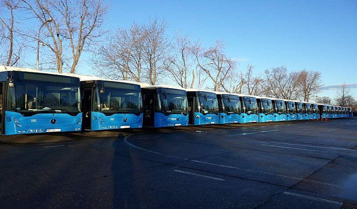 FOTO: 30 mercedesovih solo autobusa stiglo u Novi Sad