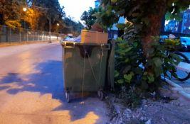 FOTO: Sukob komšija na Telepu zbog kontejnera, situacija eskalirala kad je kontejner vezan za drvo