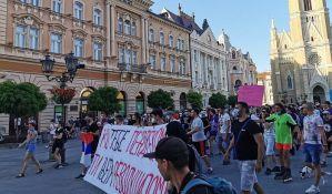 UŽIVO Novi Sad: Građani šetaju i viču