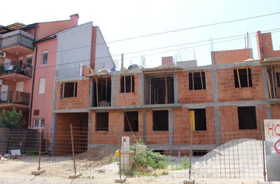FOTO: Stanari urušene zgrade u Dositejevoj tri godine bez rešenja, žele sporazum sa Gradom