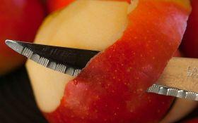 U avion uneo nož, otkriveno kada je krenuo da ljušti jabuku