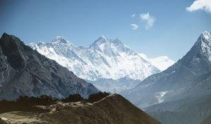 Troje ljudi poginulo, sedmoro nestalo u lavini na Himalajima