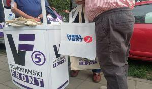 FOTO: Članovi Ujedinjene demokratske Srbije razgovarali sa Novosađanima