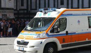 Italijanka koja ne veruje u koronu napala hitnu pomoć koja je prevozila osobu sa simptomima u bolnicu