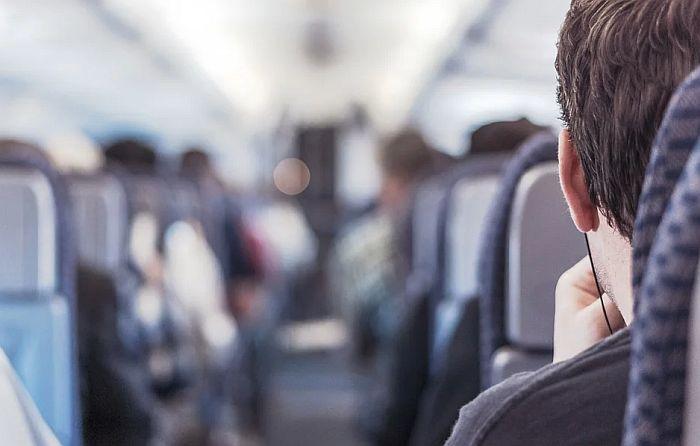 Objašnjeno zašto hrana u avionima ima čudan ukus