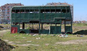 FOTO: Dabldeker godinama propada na Novom naselju, niko da ga skloni