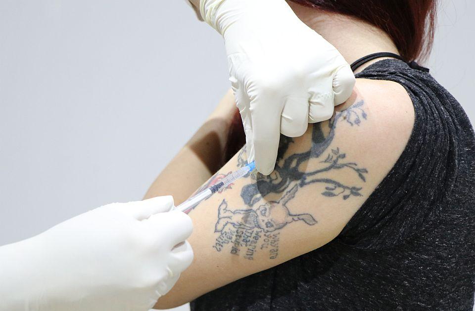 Zašto vakcinu primamo baš u mišić nadlaktice?