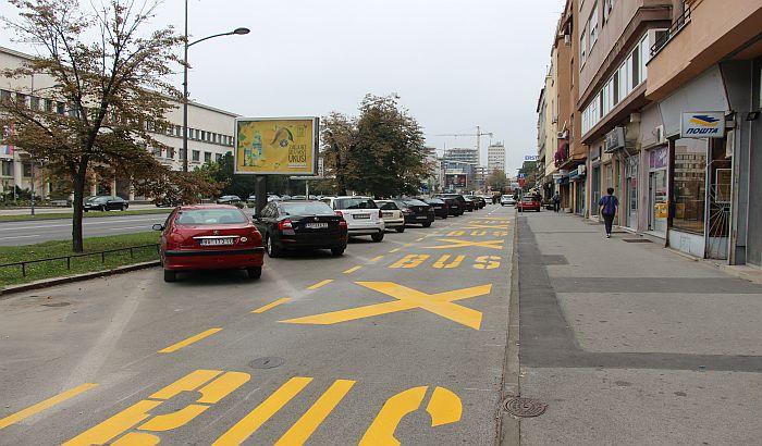 FOTO: Parking preko puta Banovine pretvoren u stajalište za turističke autobuse
