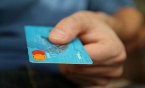 Blagajnik u Tokiju zapamtio podatke sa 1.300 tuđih kreditnih kartica, koristio iz za onlajn kupovinu