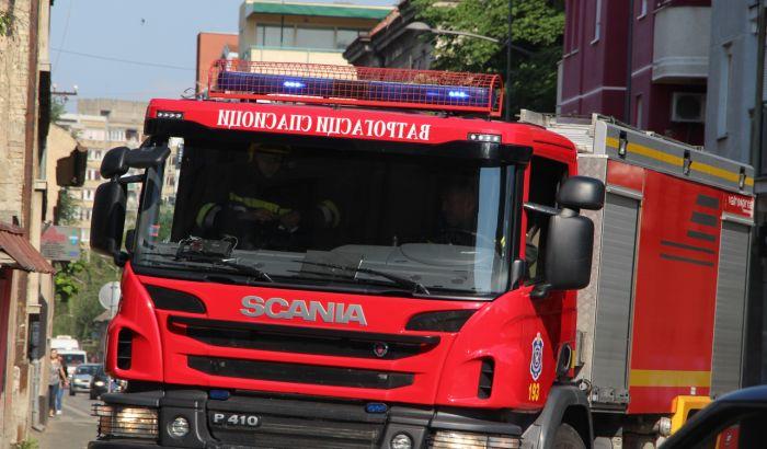 Zapalio garderober i izazvao požar u Slobodana Bajića, policajci spasili devojčicu