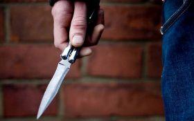 Novosađani naručili mobilni telefon, pa ga uz pretnju nožem oteli dostavljaču